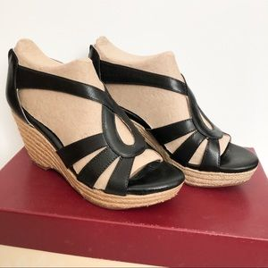 New in Box Sofft Mena wedge sandal in black